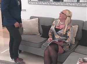 amateur couple mature sex bomb gets anal sex from lucky boy