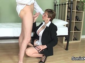 cheating uk mature lady sonia shows off her massive tit